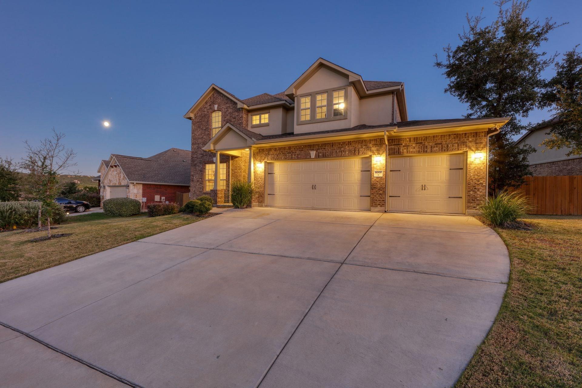 8001 Arbor Knoll Court Property Photo - Lago Vista, TX real estate listing