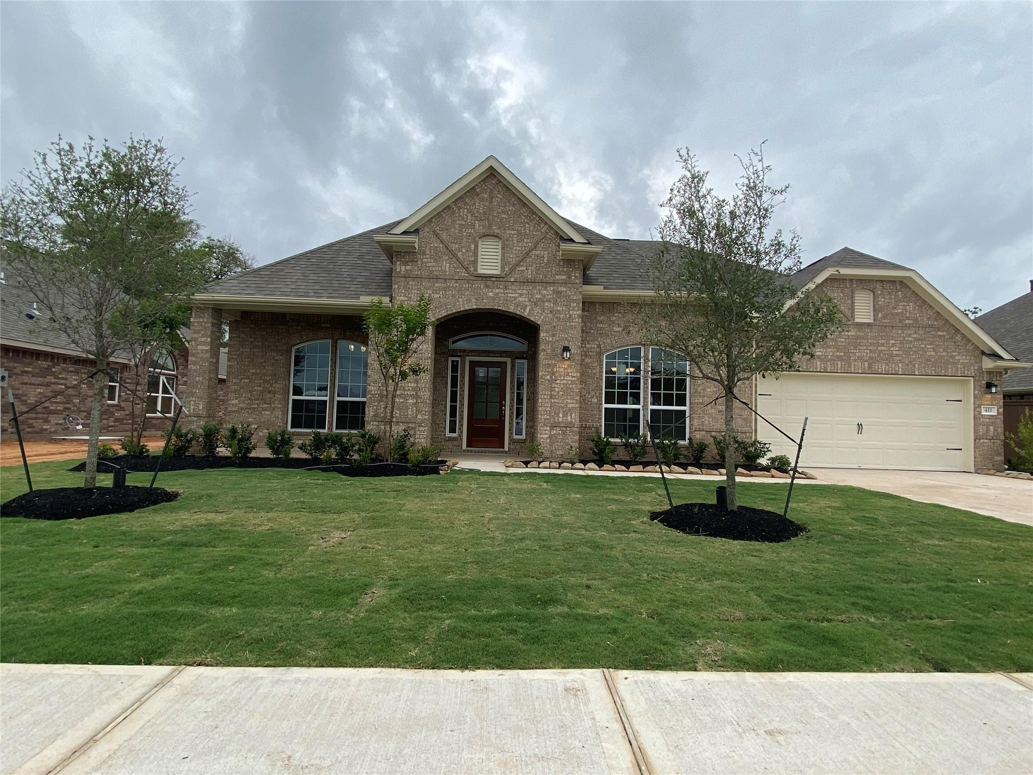 411 Bentwood Way Property Photo - Clute, TX real estate listing