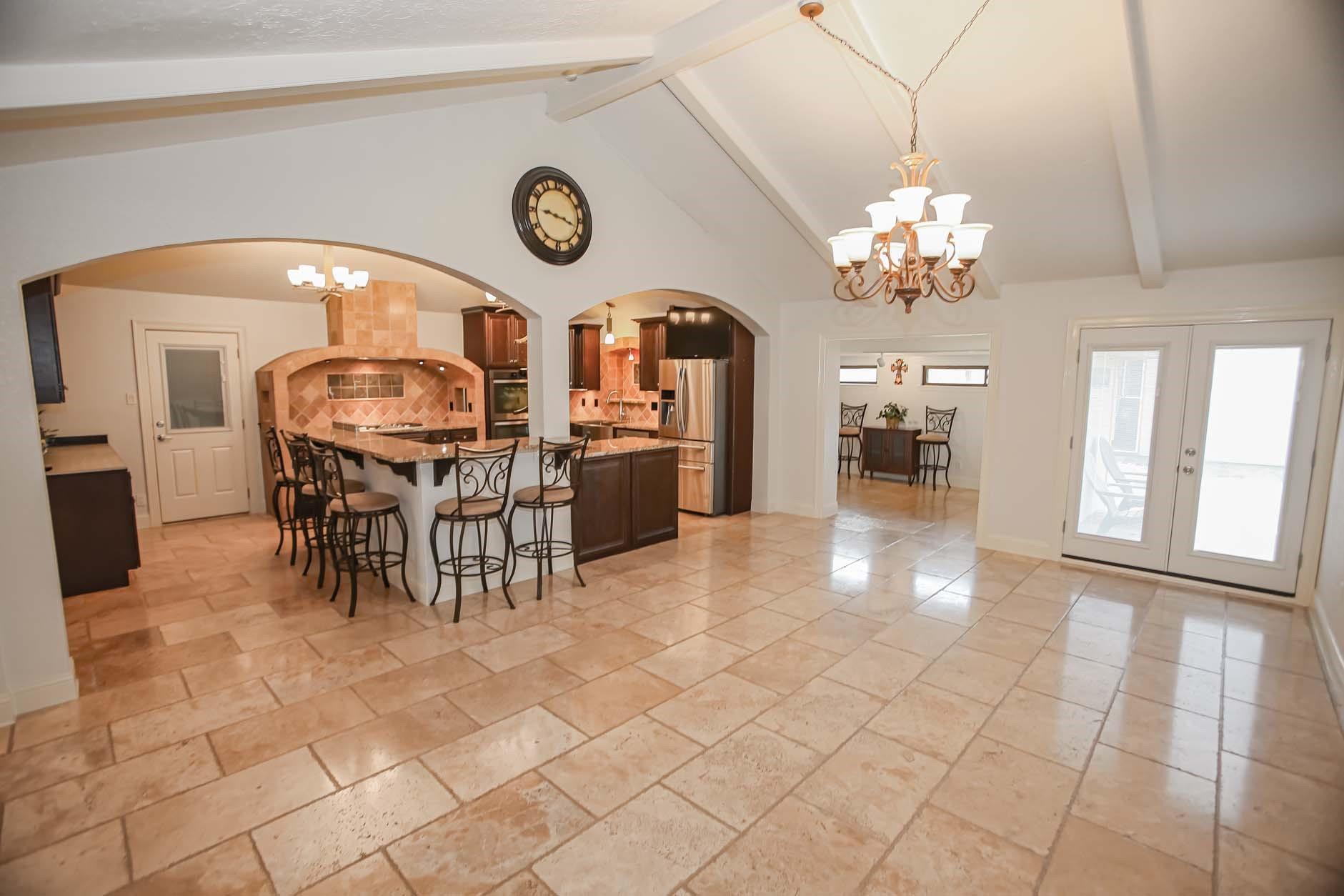 311 Rabbit Trail Property Photo - Lake Jackson, TX real estate listing