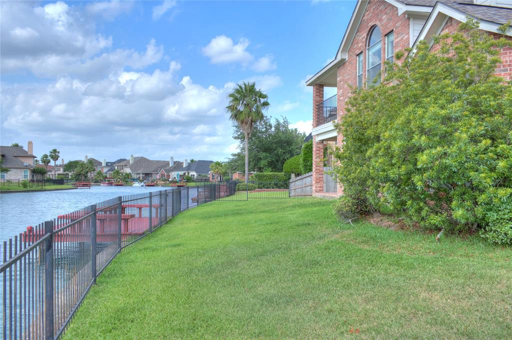 10007 Lakeside Gables Drive Property Photo - Houston, TX real estate listing