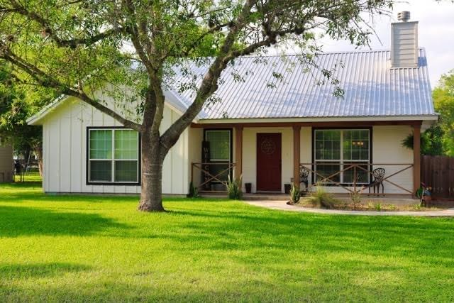 521 S La Grange St Property Photo - Flatonia, TX real estate listing