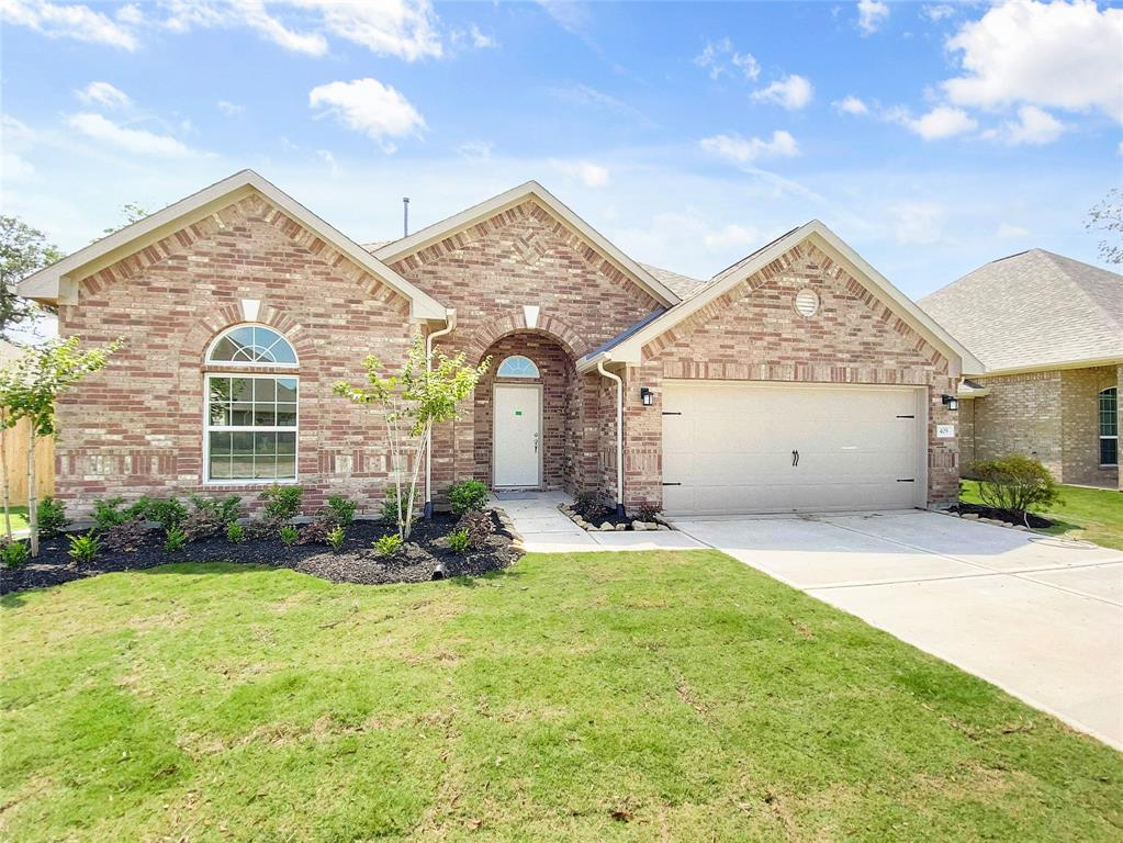 409 Bentwood Way Property Photo - Clute, TX real estate listing