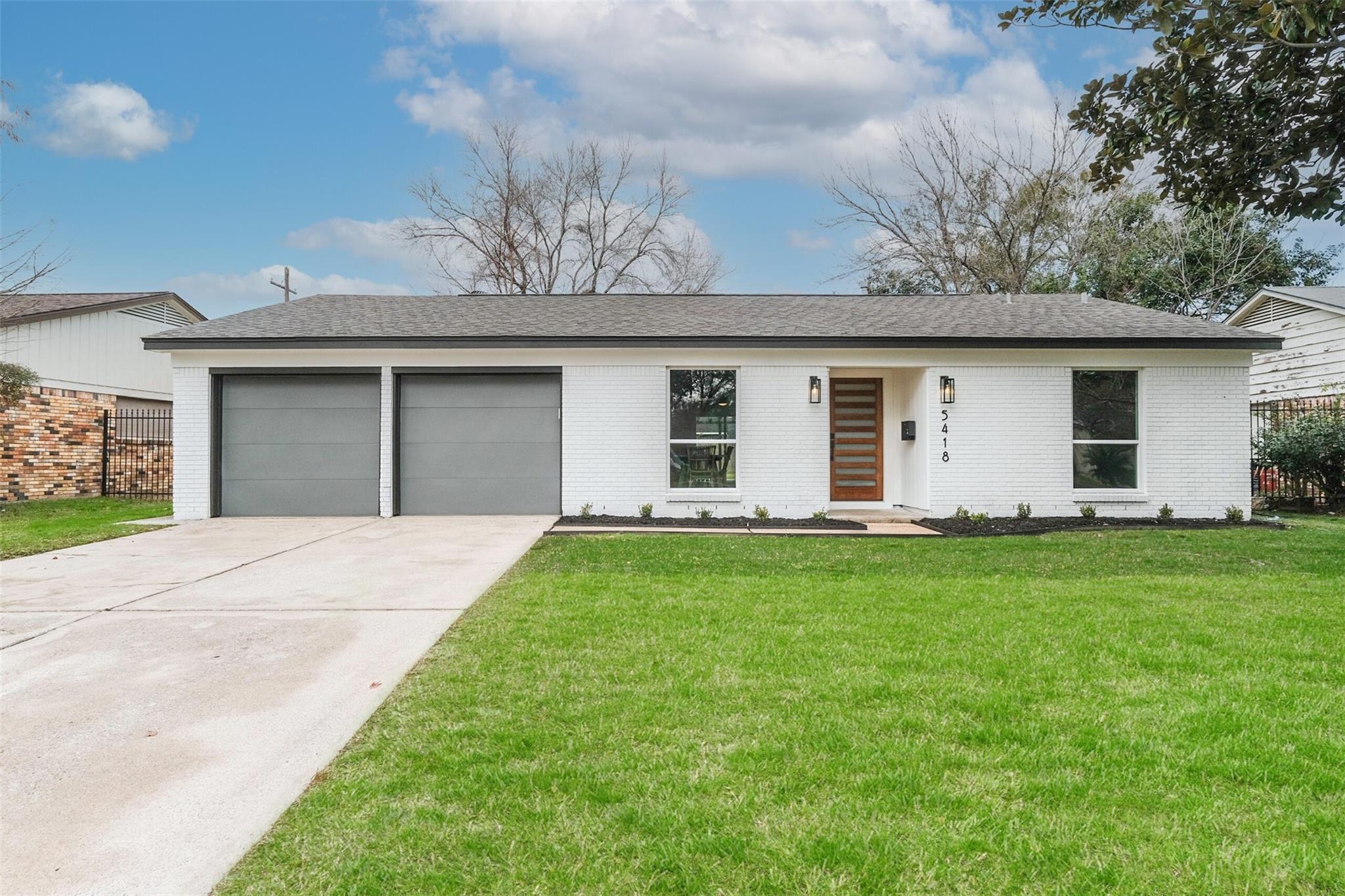 5418 Hialeah Drive Property Photo - Houston, TX real estate listing