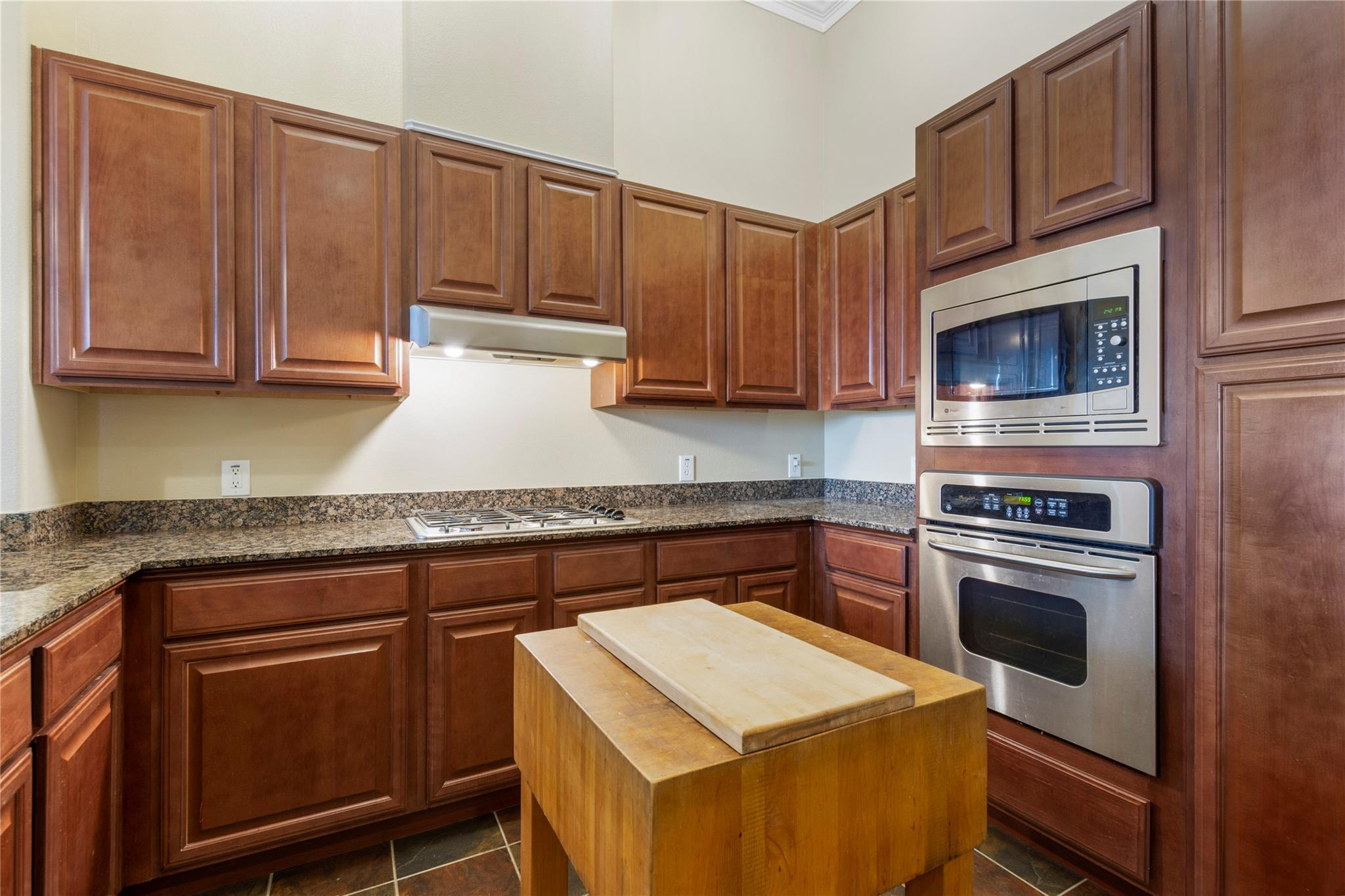 7134 Mapleridge Street #4b Property Photo 1