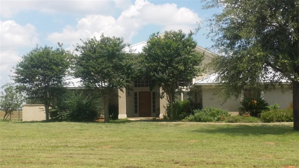 2813 County Road 421 Property Photo - Stockdale, TX real estate listing