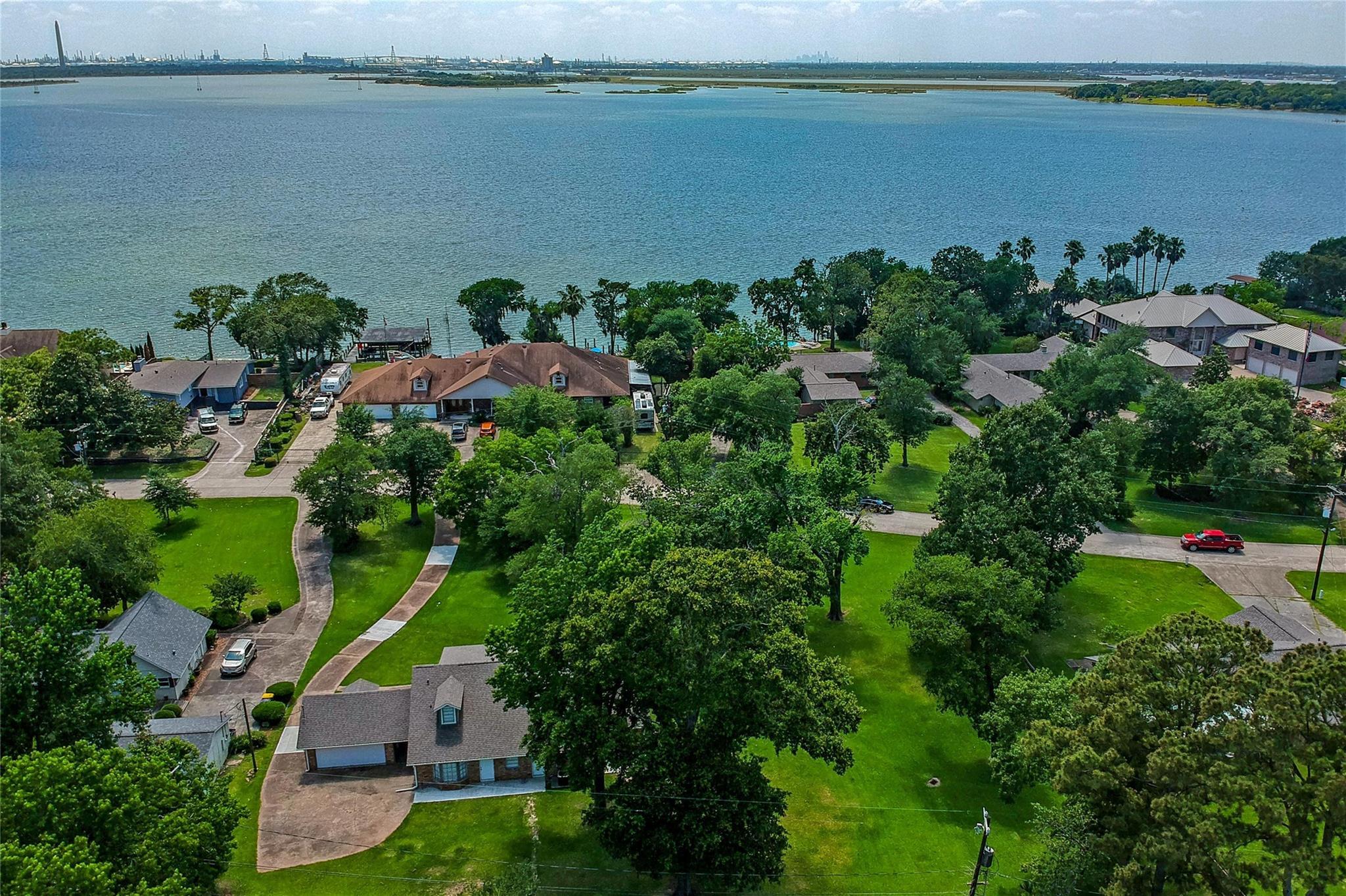 115 N Burnett Drive Property Photo - Baytown, TX real estate listing