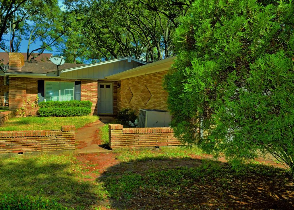 335 Elm Property Photo - Hungerford, TX real estate listing
