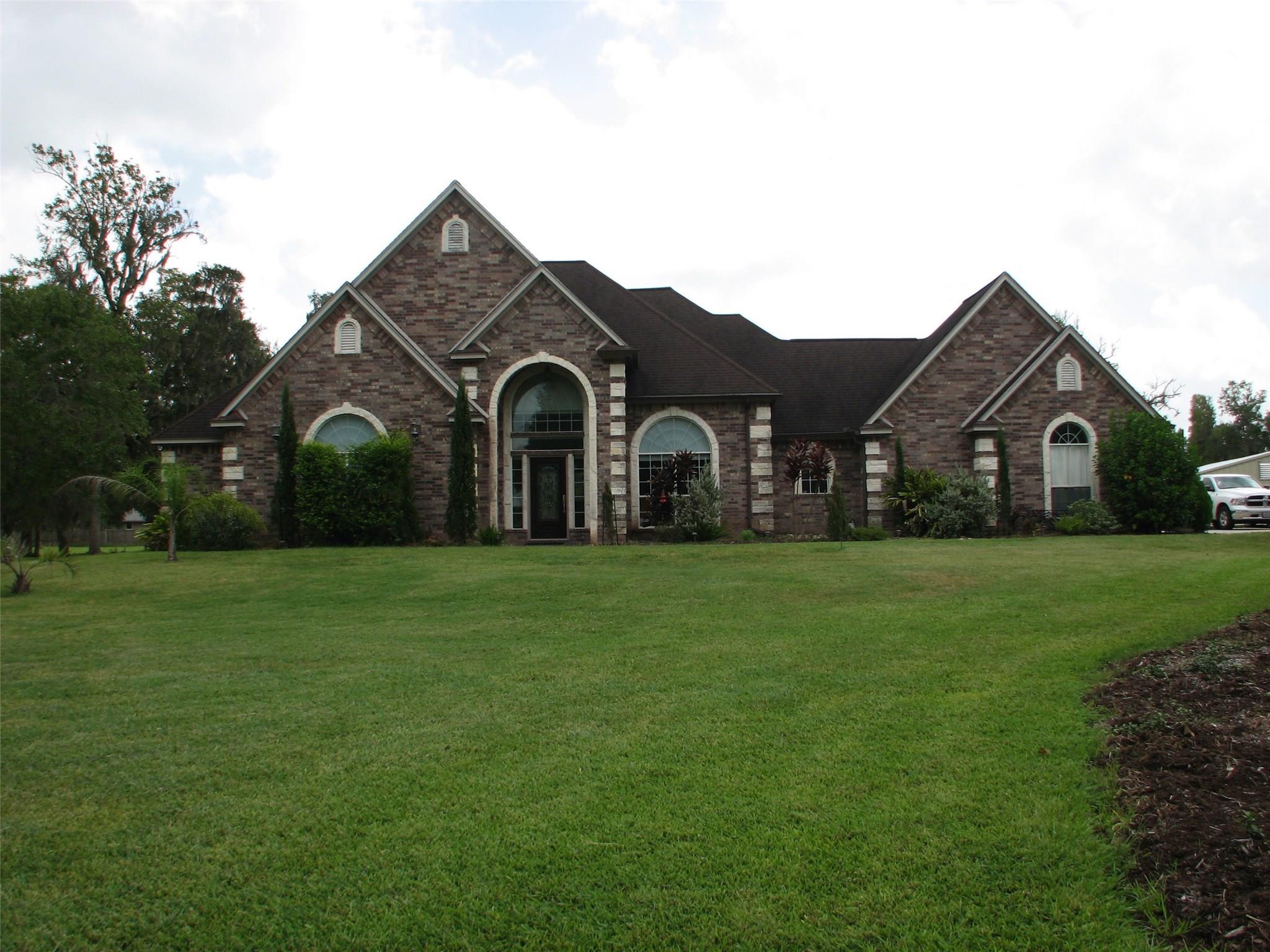 114 Deer Trail Property Photo - Lake Jackson, TX real estate listing