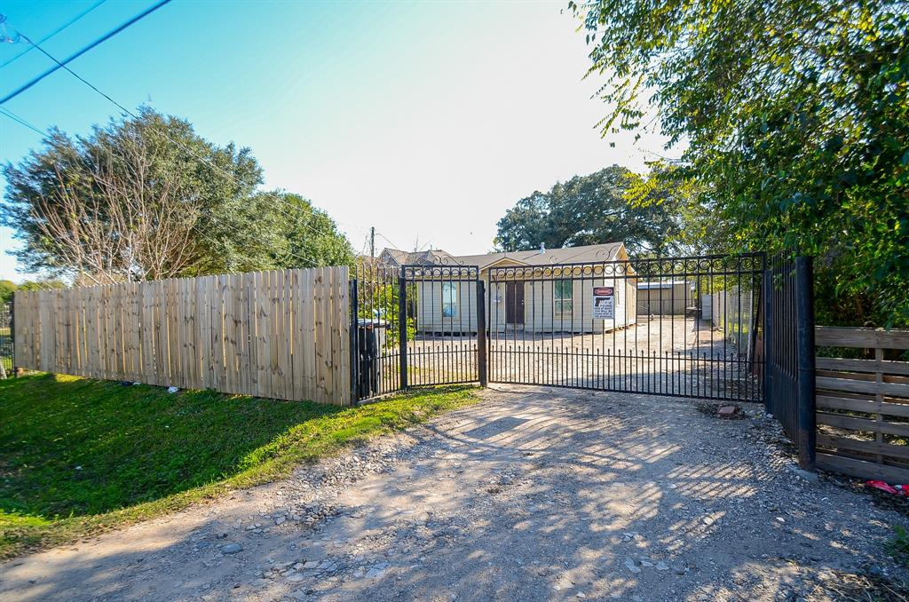 5823 Grapevine Street, Houston, TX 77085 - Houston, TX real estate listing