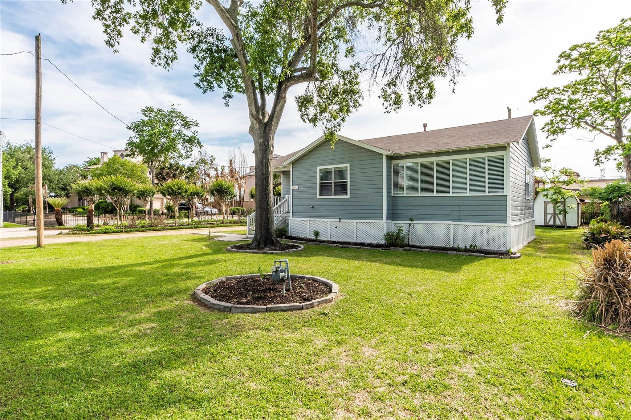 511 E Shore Drive Property Photo
