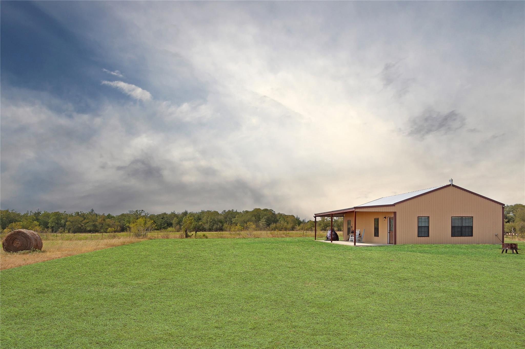 1162 County Road 123 Property Photo - Ledbetter, TX real estate listing
