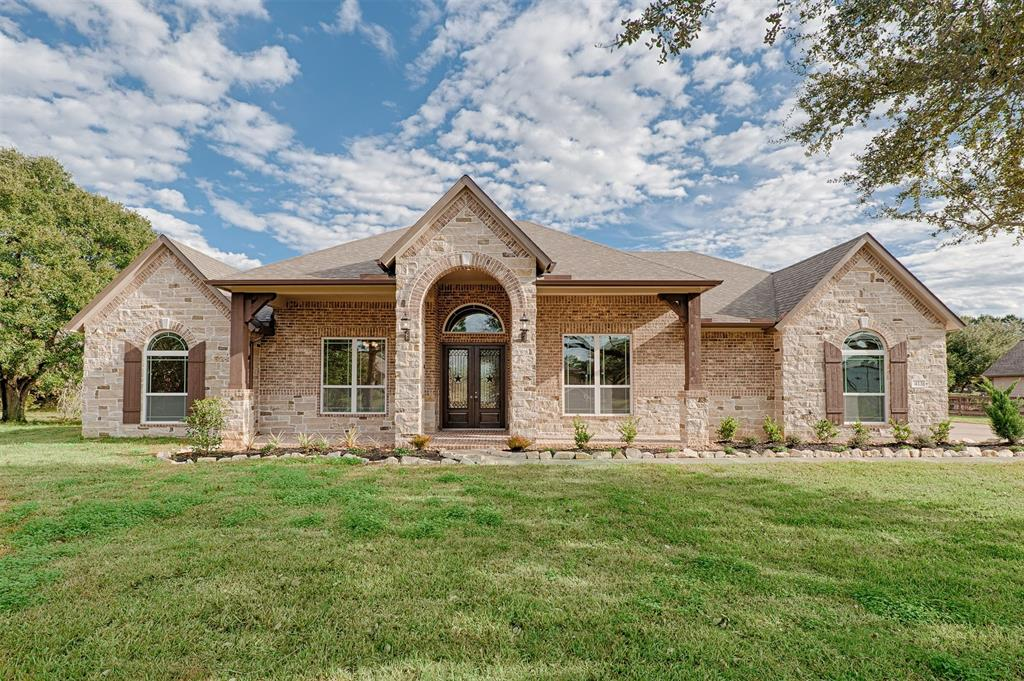 413 Briar Creek Lane Property Photo - Sealy, TX real estate listing