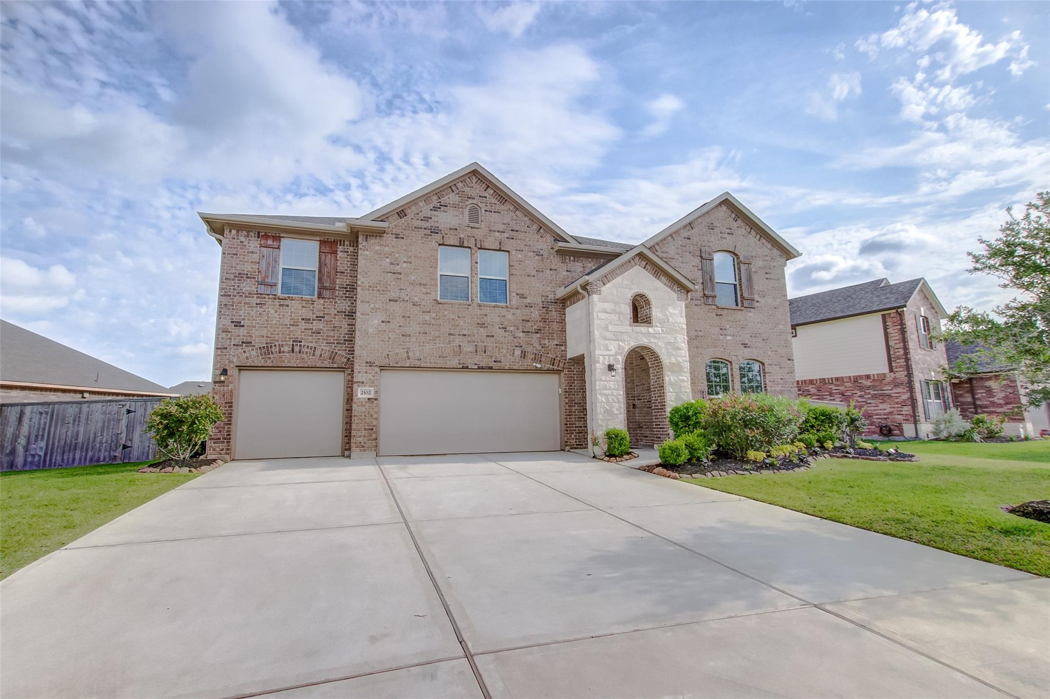 2102 Sunset Terrace Lane Property Photo - Pearland, TX real estate listing