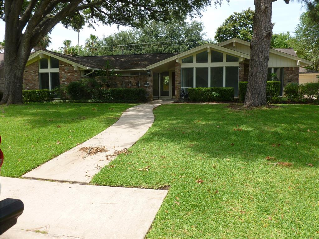 18618 Capetown Drive Property Photo - Nassau Bay, TX real estate listing