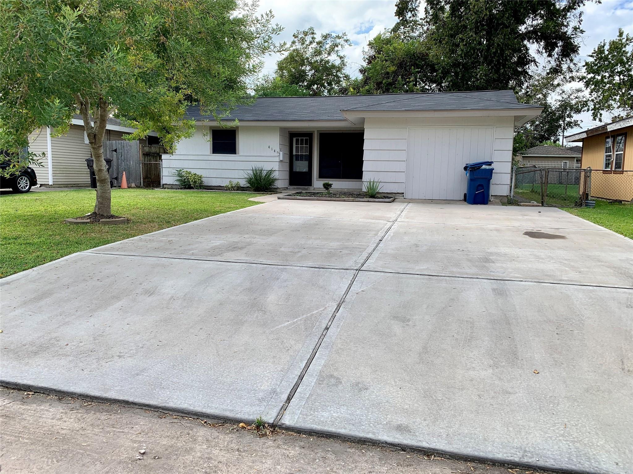 414 Oaks Drive Property Photo - South Houston, TX real estate listing