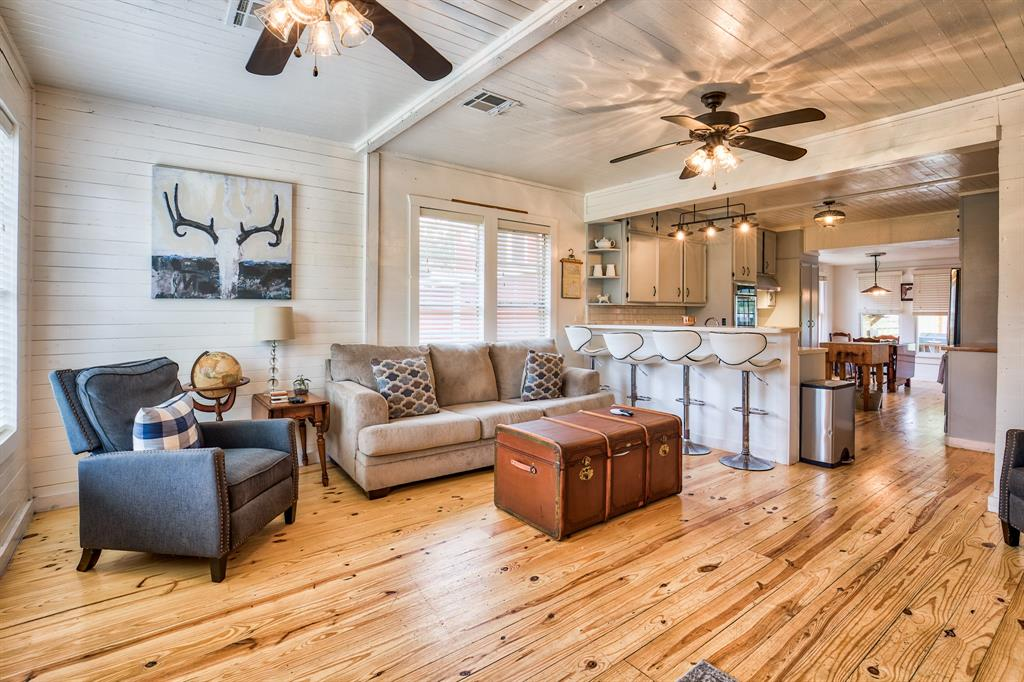 303 Simank Street Property Photo - Fayetteville, TX real estate listing
