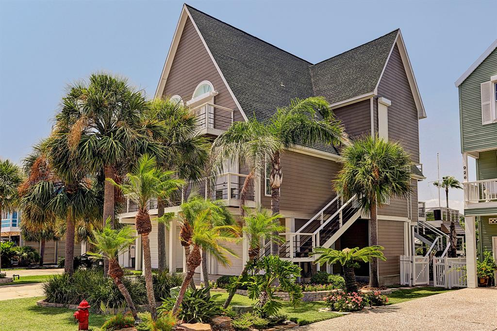 930 Long Reach Drive Property Photo - Tiki Island, TX real estate listing