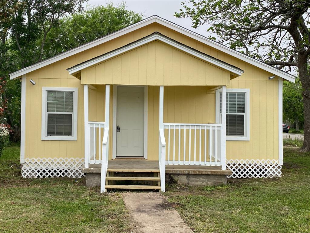 702 Avenue F Avenue Property Photo - Van Vleck, TX real estate listing