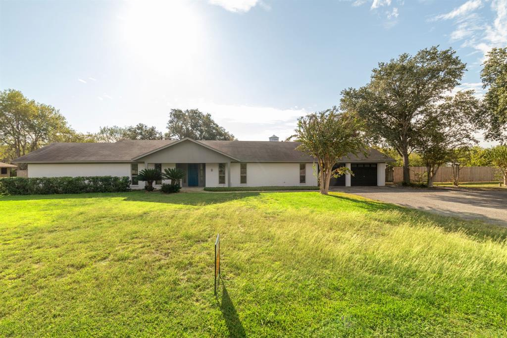 123 Oak Ridge Drive Property Photo - Yoakum, TX real estate listing
