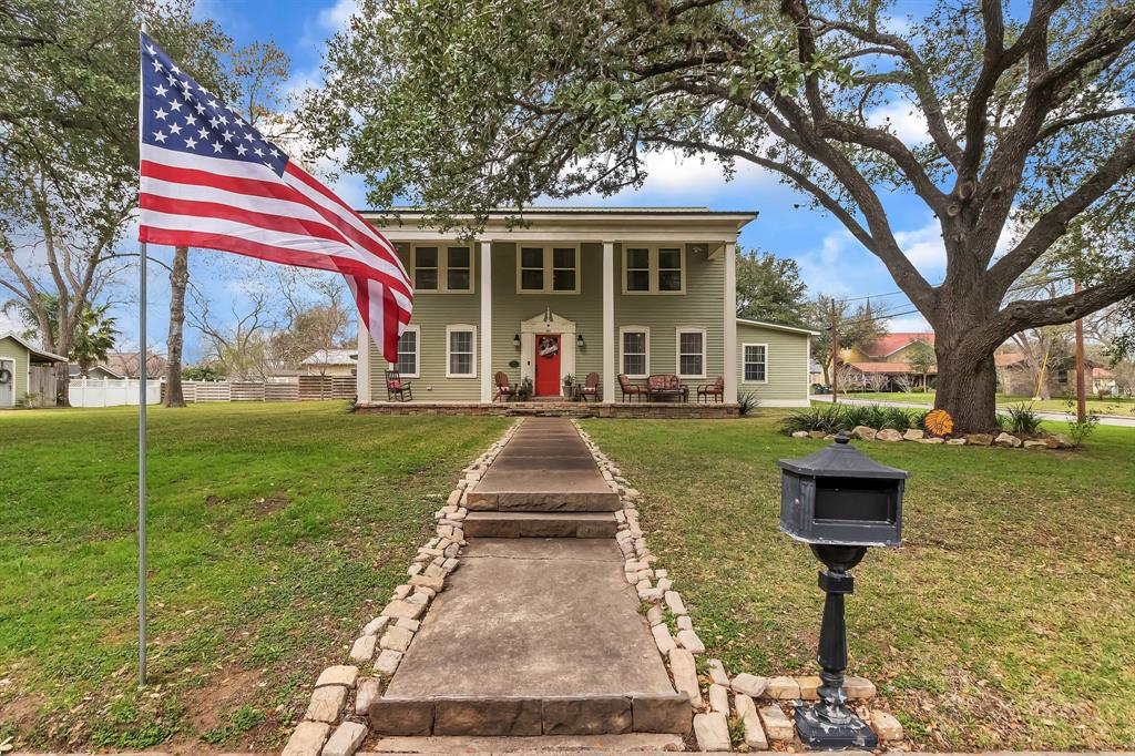 319 E 10th Street Property Photo - Shiner, TX real estate listing