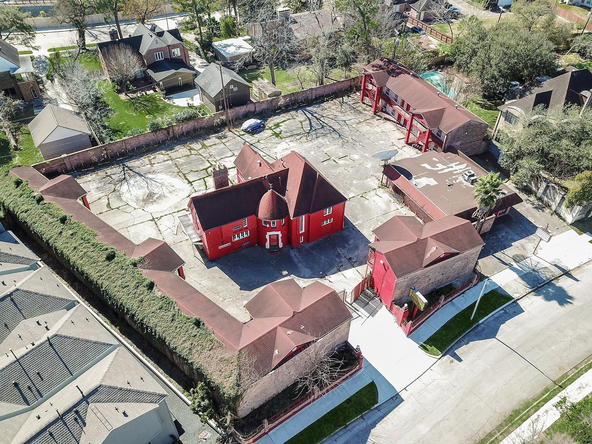 2612 Riverside Drive Property Photo