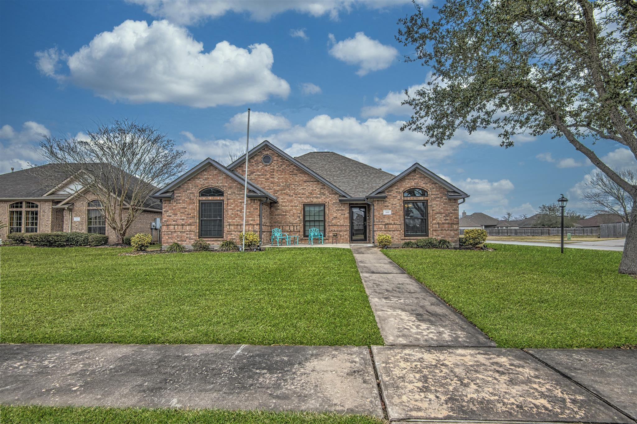 100 Warbler Court Property Photo - Richwood, TX real estate listing
