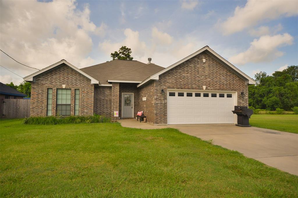 1195 Meadows Lane, Dayton, TX 77535 - Dayton, TX real estate listing