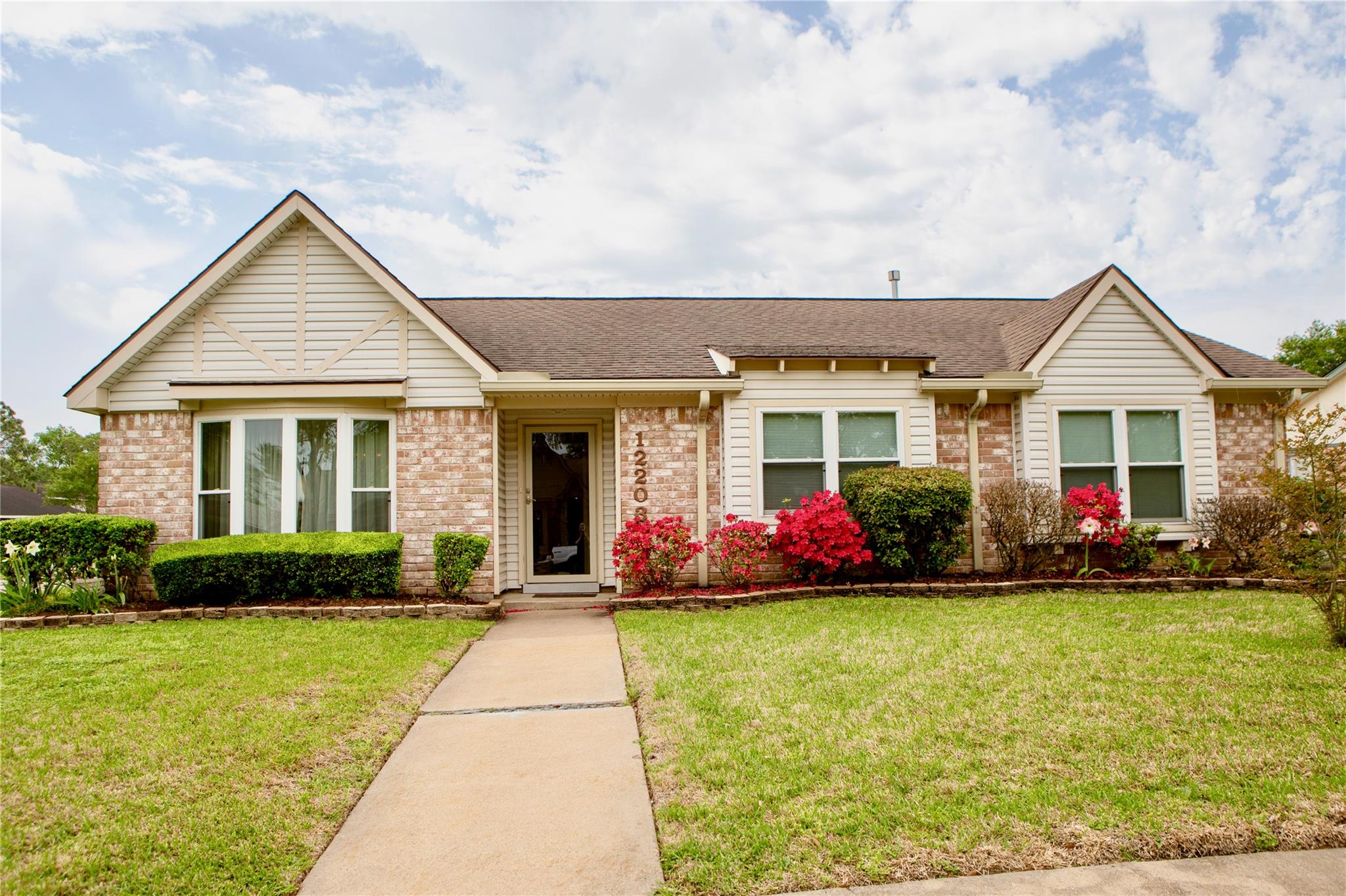 12203 Scottsdale Drive Property Photo - Meadows Place, TX real estate listing