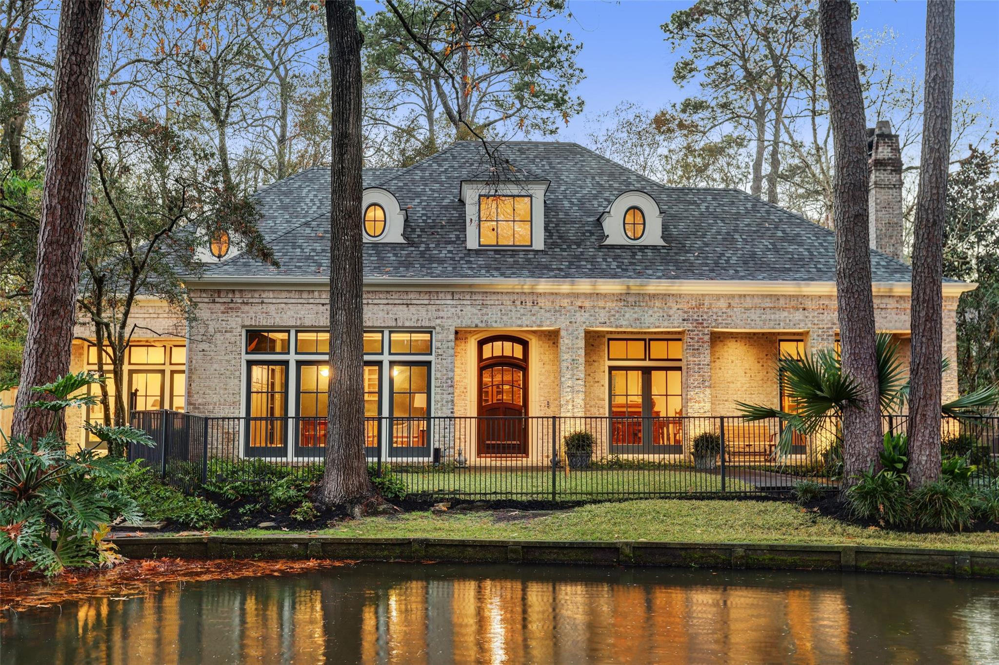 2 Smithdale Court Property Photo - Hunters Creek Village, TX real estate listing
