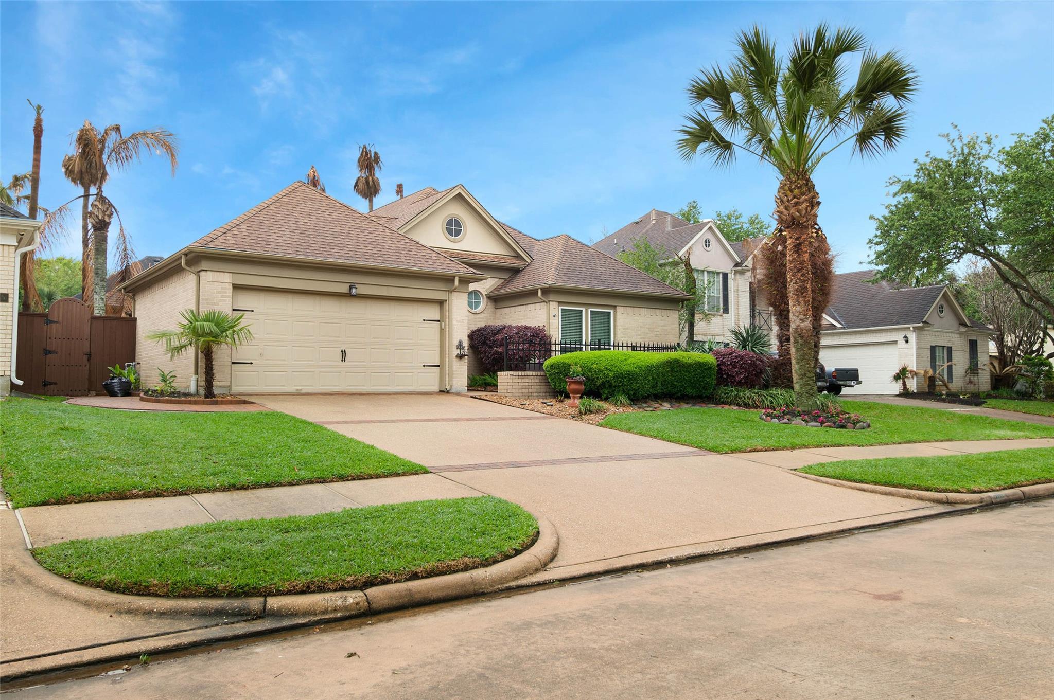 307 Lago Vista Street Property Photo - Kemah, TX real estate listing