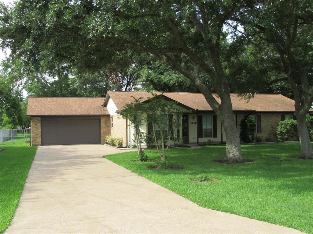1410 Houston Street Property Photo - Highlands, TX real estate listing