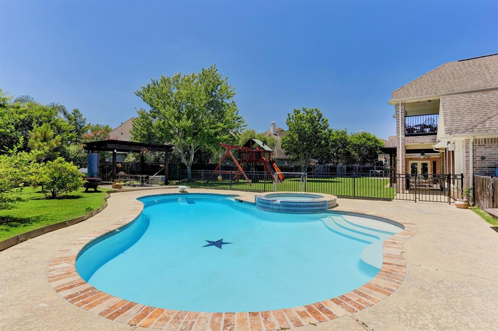 2606 Broken Creek Court Property Photo - Pearland, TX real estate listing