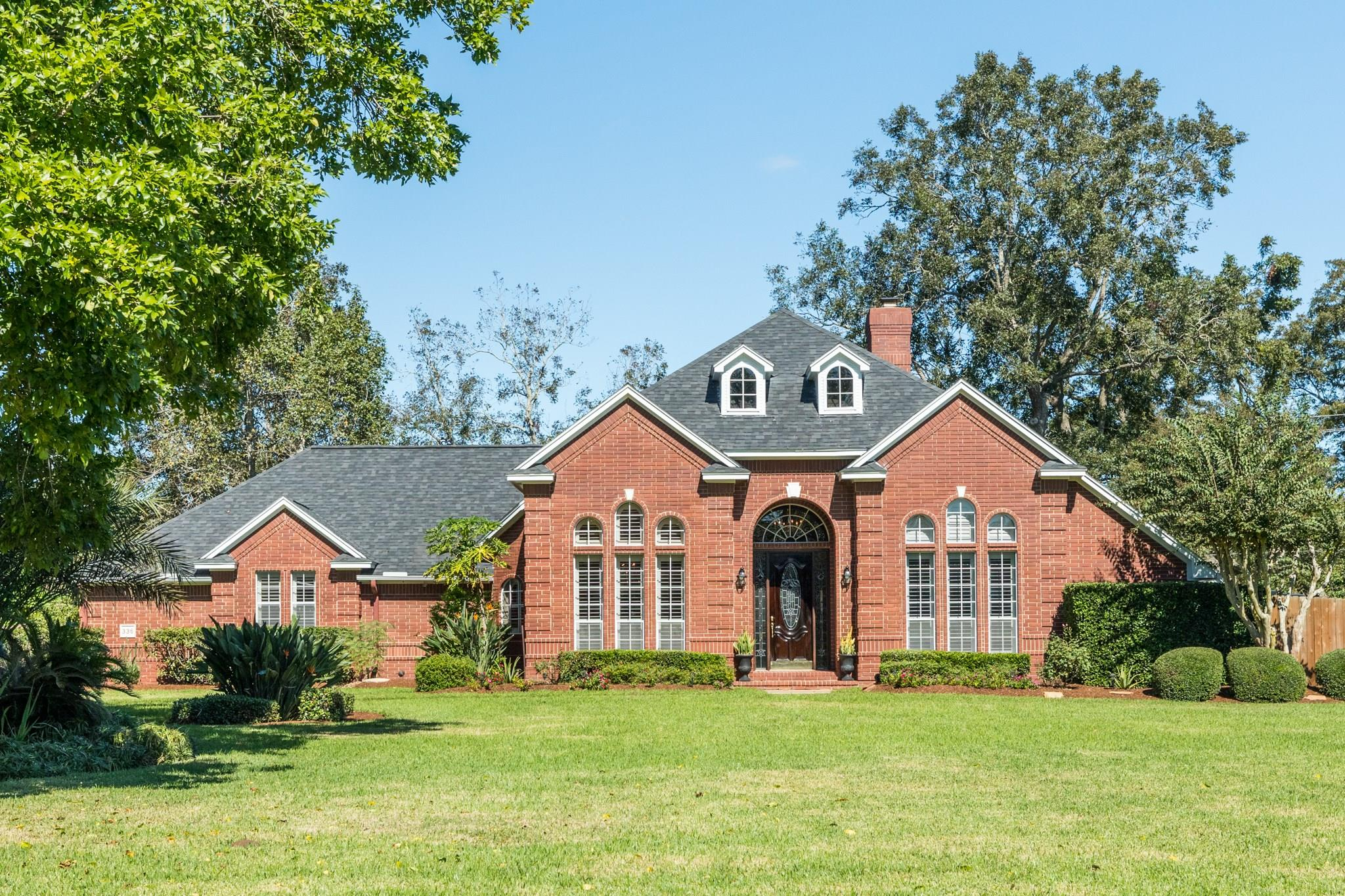 336 Timbercreek Drive Property Photo - Lake Jackson, TX real estate listing