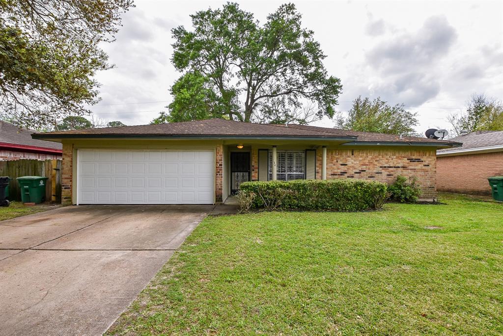 134 Coach Road Property Photo - Houston, TX real estate listing