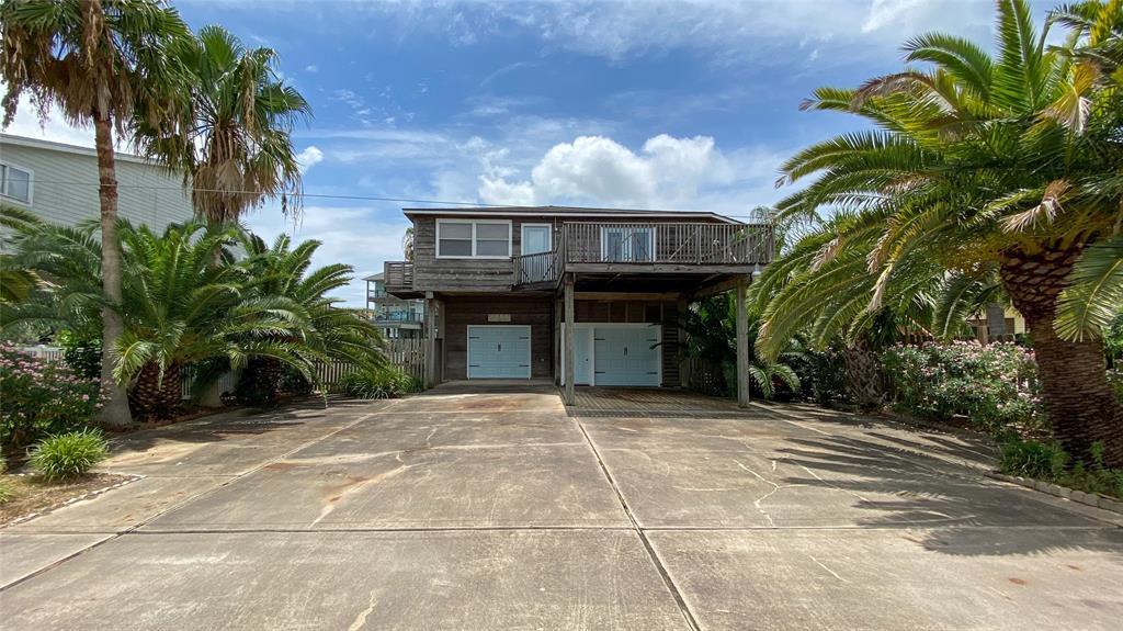 523 Paradise Drive Drive Property Photo - Tiki Island, TX real estate listing