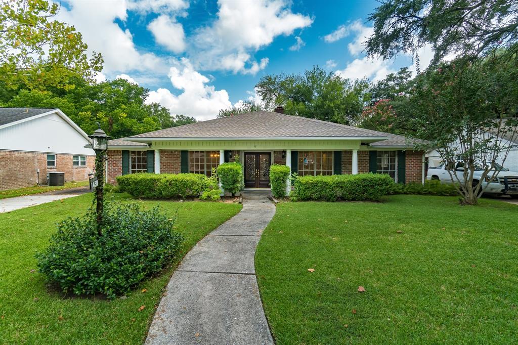 1431 Saxony Lane, Nassau Bay, TX 77058 - Nassau Bay, TX real estate listing