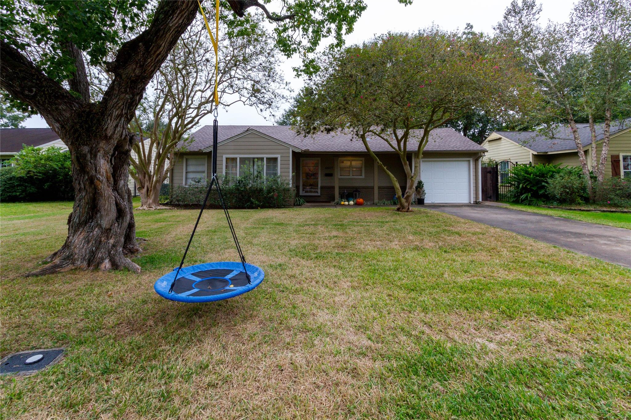 4607 Pine Street Property Photo - Bellaire, TX real estate listing