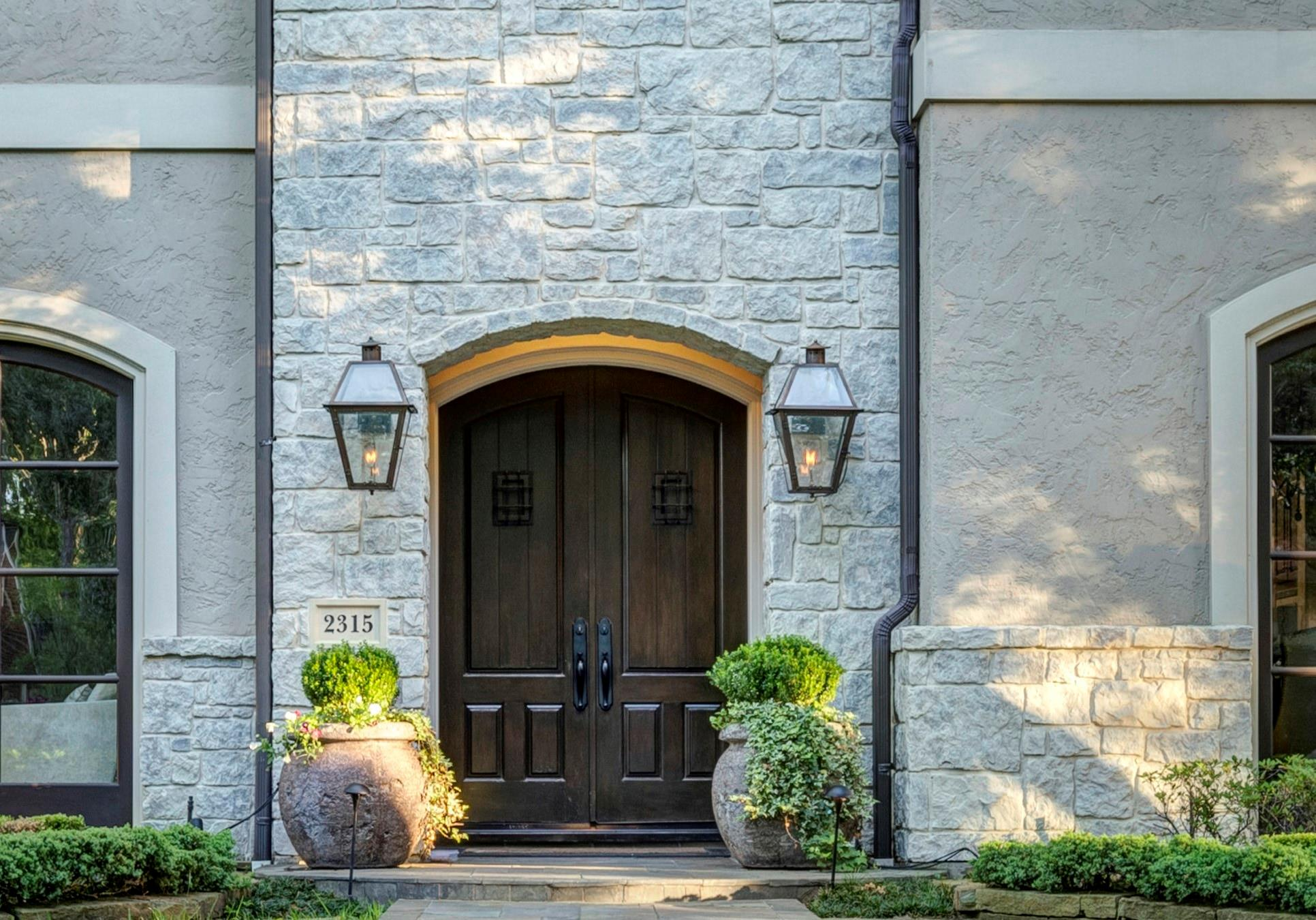2315 Bolsover Street Property Photo 1
