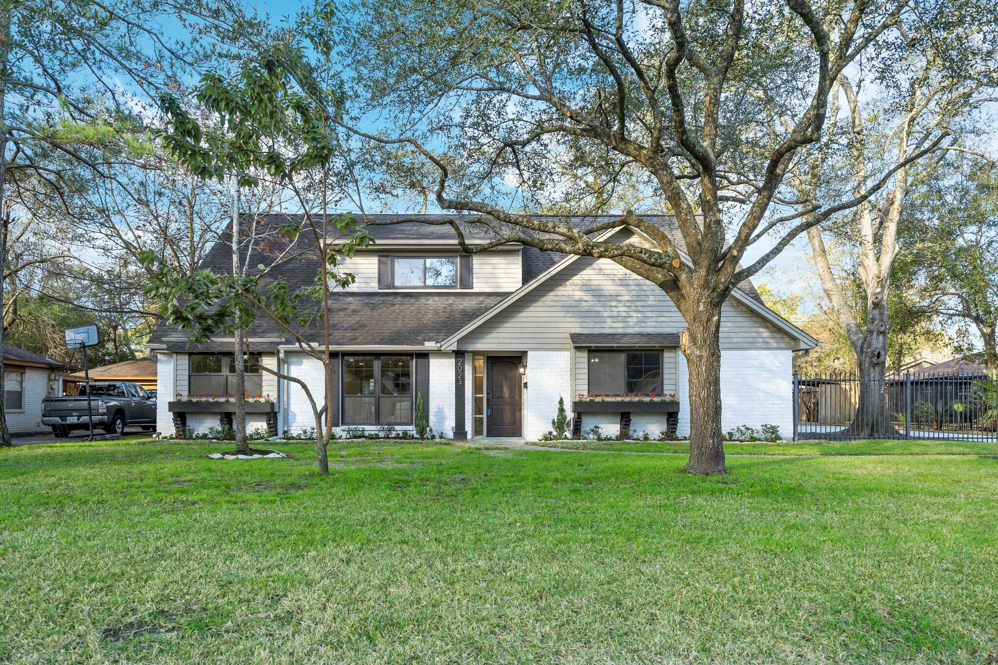 2023 Shadow Bend Drive N Property Photo - Houston, TX real estate listing