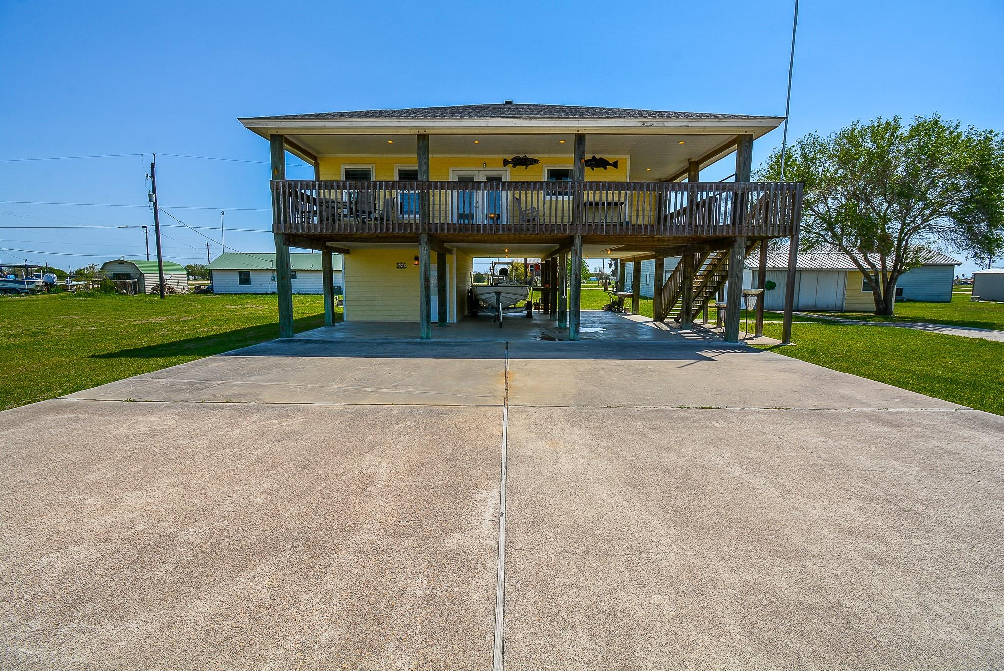 181 Calumet Drive Property Photo - Palacios, TX real estate listing