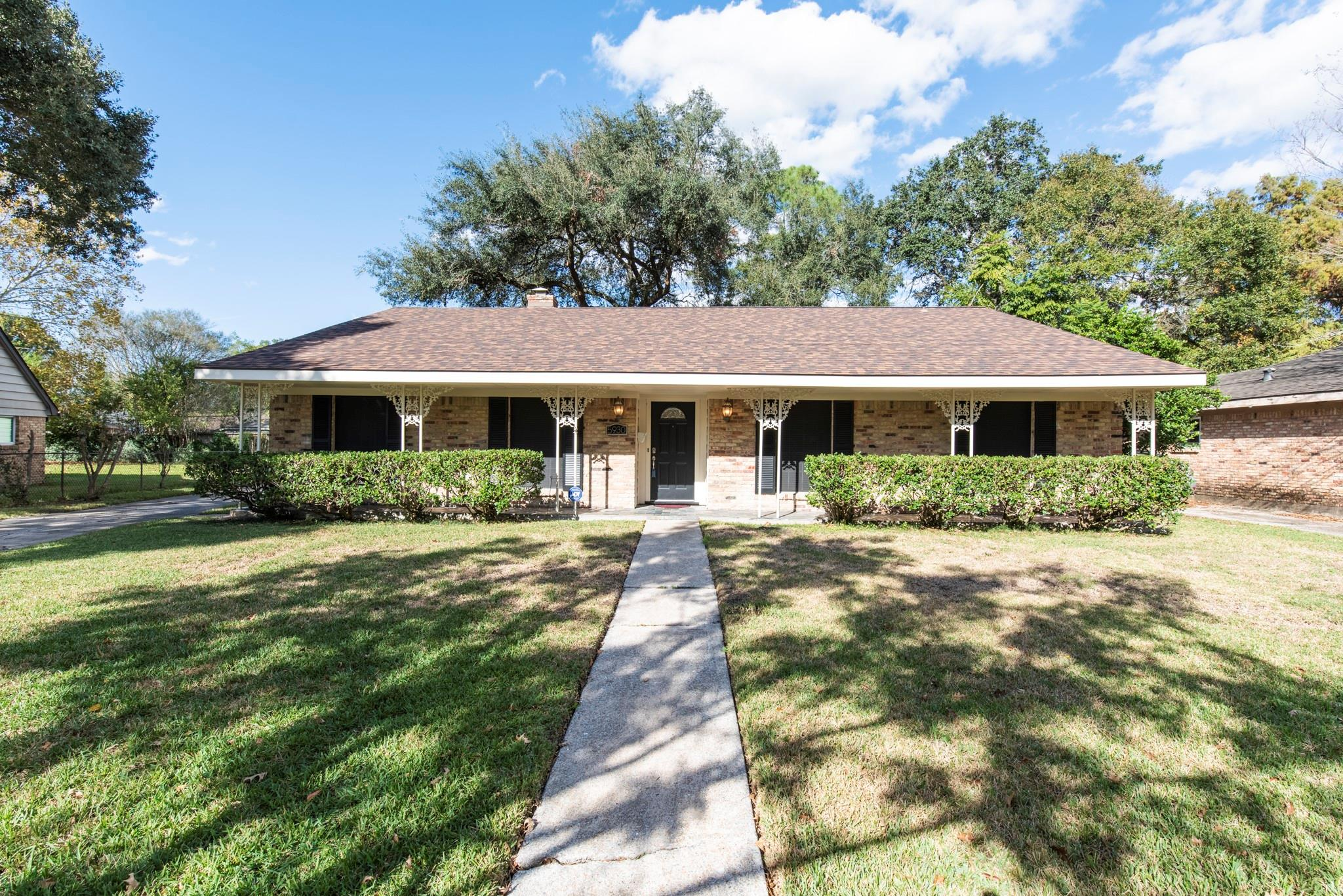 5930 Belrose Drive Property Photo - Houston, TX real estate listing