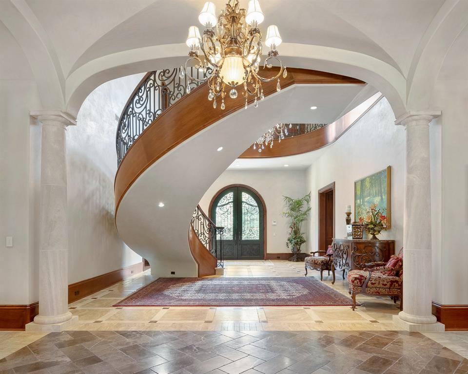 27 Grand Regency Circle Property Photo - The Woodlands, TX real estate listing