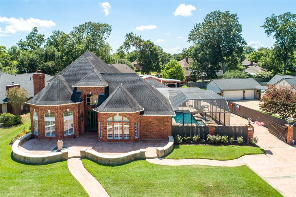 212 Dewberry Drive, Lake Jackson, TX 77566 - Lake Jackson, TX real estate listing