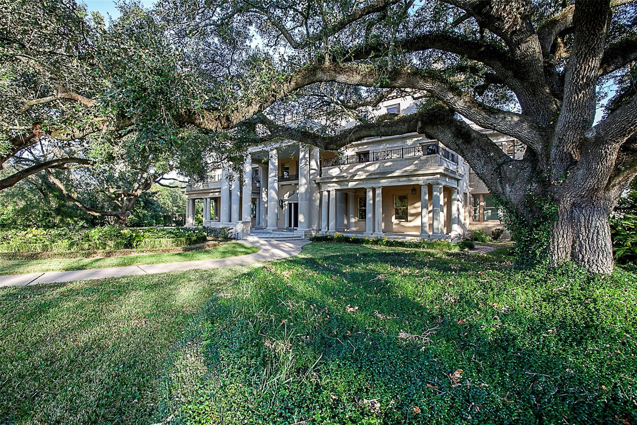 124 E Caldwood Drive Property Photo - Beaumont, TX real estate listing