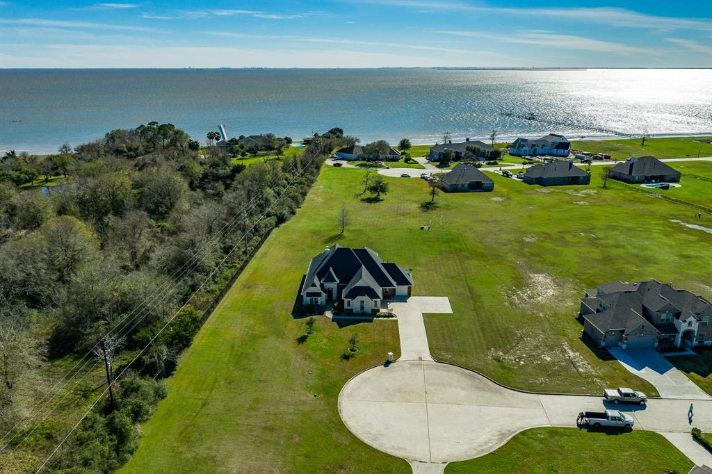 6434 Fisher Reef Drive Property Photo - Beach City, TX real estate listing