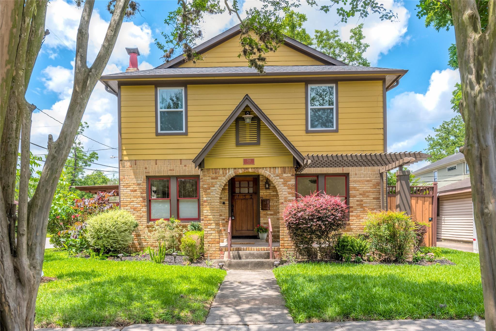 701 E 17th Street Property Photo 1
