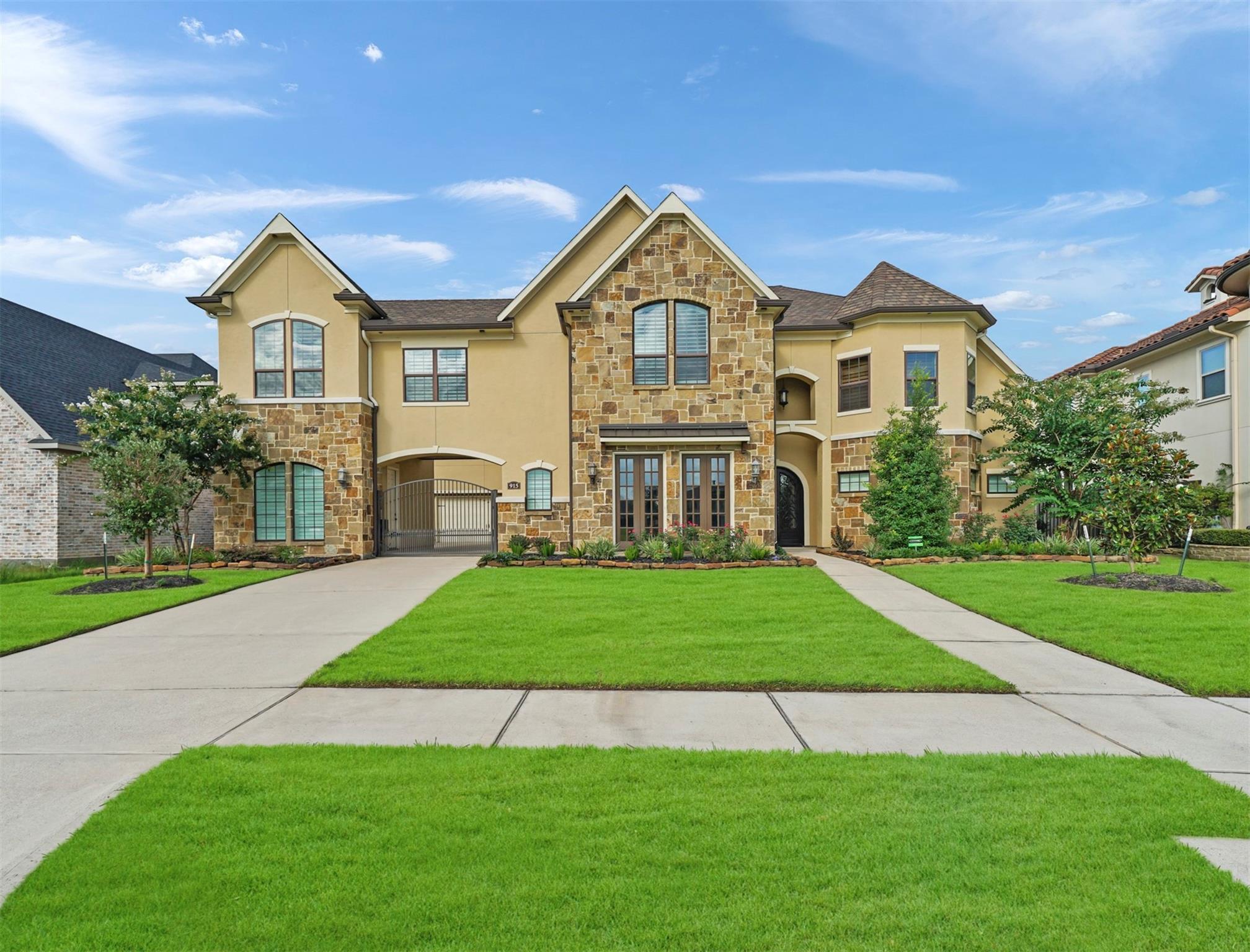 915 Windsor Woods Lane Property Photo 1