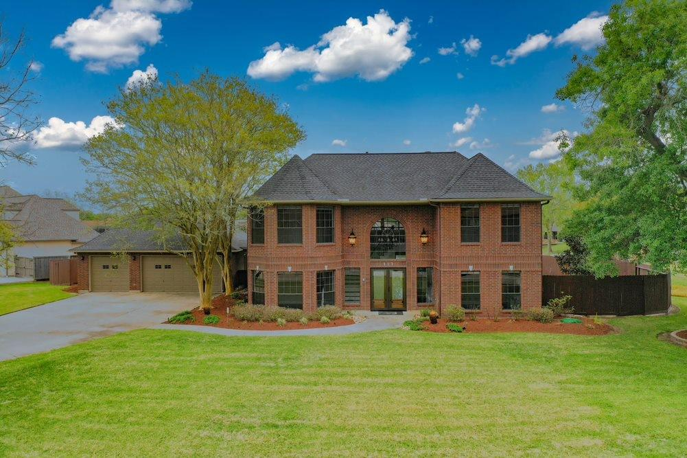 117 Waterlily Street Property Photo - Lake Jackson, TX real estate listing