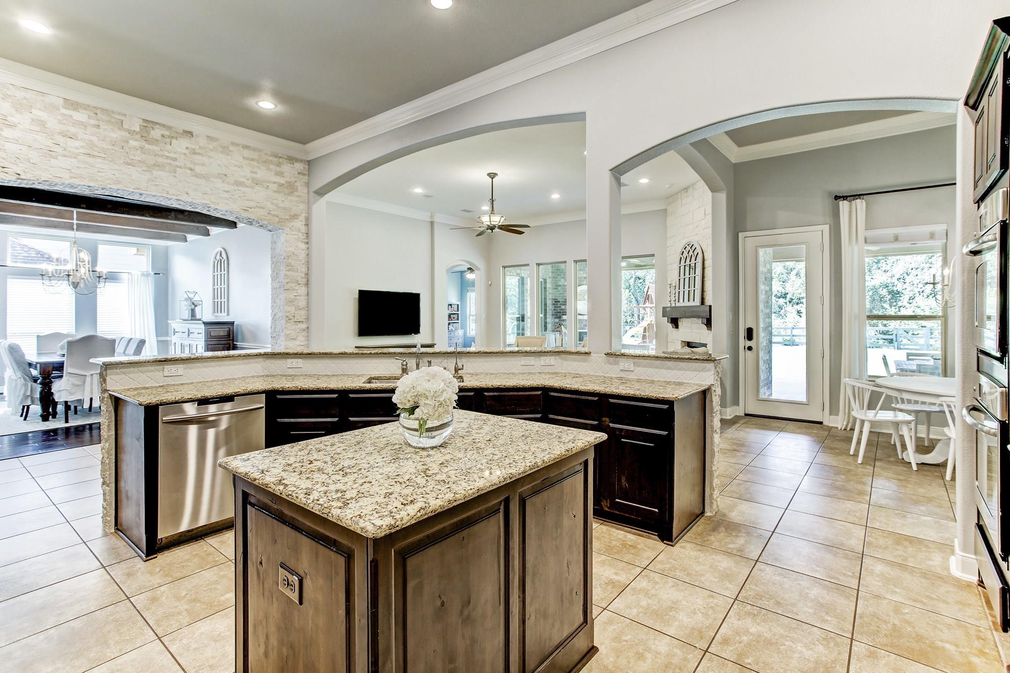5111 Water Oak Crescent Property Photo