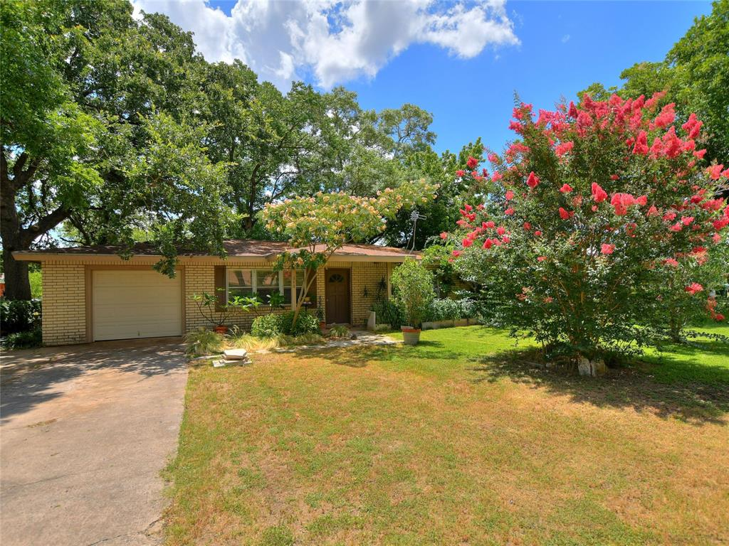 212 Robin Road Property Photo - Highland Haven, TX real estate listing